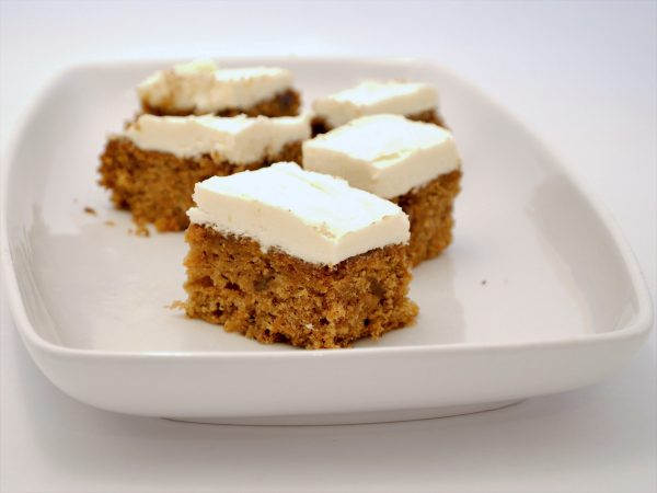 Vegan Carrot cake with 'cream cheese' frosting